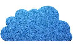 Capacho decorativo produzido em fibra de PVC. <br>Antialérgico, antichamas e de fácil manutenção, podendo ser lavado. <br>Teme abrasivos e produtos químicos.