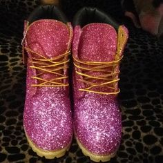 """Timberland: the """"Original Yellow Boot"""" has long been a popular American icon, the classic look has been copied by many, but never really duplicated. Timberland Boots Outfit, Timberland Heels, Timberland Waterproof Boots, Timberland Style, Timberland Fashion, Glitter Timberlands, Timberlands Women, Cowgirl Boots, Western Boots"""