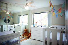 """Site """"Quarto de Bebe.Net"""" - Decor por temas. Quarto de bebê com armário com porta de espelho"""