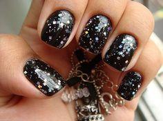 Черный маникюр на коротких ногтях с разноцветными блестками ::: onelady.ru ::: #nail #nails #nailart #manicure