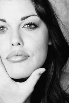 Plus model Mia Tyler (daughter of Steven Tyler of Aerosmith). She's got her Daddy's luvly lips.