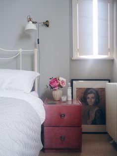 Pavilion Grey farrow and ball bedroom. Vintage decor. Vintage bedroom inspiration. Pink and grey. Vintage art. Vintage interiors.