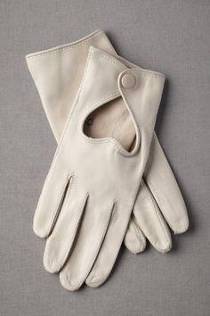 Sweet little gloves create a vintage 1960's era #bridal look.