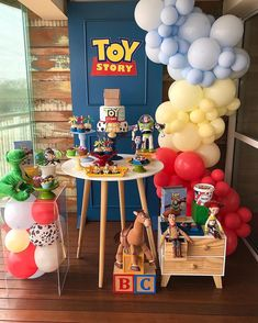 Toy Story Decorations, Cake Table Decorations, Birthday Decorations, Toy Story Birthday, Toy Story Party, Cars Birthday Parties, Birthday Dinners, Festa Toy Store, Toy Story Bedroom