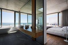 Apartamento de verano que se fusiona con sus vistas gracias a su diseño geométrico 15