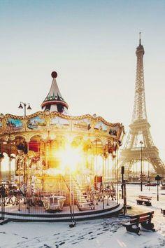 Carrousel and the Eiffel Tower, Paris Places Around The World, Oh The Places You'll Go, Places To Travel, Travel Destinations, Travel Trip, Travel Guide, Torre Eiffel Paris, Oh Paris, Paris Winter