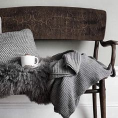 ~ Living a Beautiful Life ~ ❥ - a cosy knitted throw and blanket is perfect to create a Hygge home. Sweet Home, Ideas Para Organizar, Hygge Home, Decoration Design, Knitted Throws, Interiores Design, Brown And Grey, Shabby, Textiles