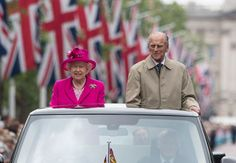 Queen Elizabeth II and the Duke of Edinburgh making their way down The Mall in an open topped Range Rover, during the Patron's Lunch in central London in honour of the Queen's birthday - 12 June, 2016 Royal Queen, Queen Mary, Queen Elizabeth Ii, Princess Margaret, Princess Kate, George Michael, Emilia Clarke, Miley Cyrus, Prins Philip