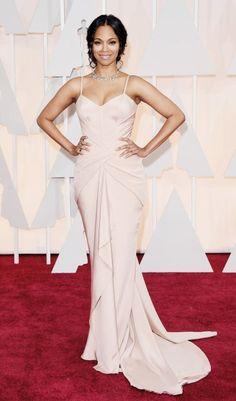 Oscar 2015 - Wow! Die frisch gebackene Mama von Zwillingen, Schauspielerin Zoe Saldana, betonte ihren sexy After-Baby-Body in einer nudefarbenen Robe von Atelier Versace.
