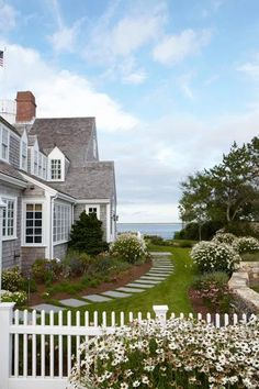 40 Amazing Beach House Exterior Design Ideas Beach Home Decor Beach Cottage Style, Coastal Cottage, Coastal Homes, Coastal Living, Cottage Art, Beach Homes, Cottage House, Country Living, Nantucket Cottage