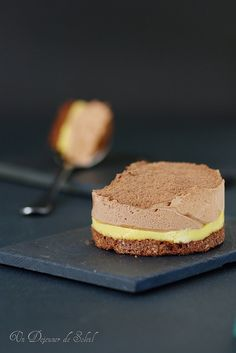 Chocolate passion dessert, Pierre Hermé always inspires us - A lunch of sun Mini Desserts, Chocolate Desserts, Just Desserts, Chefs, Sweet Pastries, Dacquoise, Detox Recipes, Something Sweet, Desert Recipes