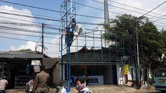 Pembokaran Papan Reklame oleh UPPD Kebayoran Lama