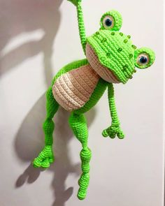Free crochet patterns and video tutorials: Who love frogs? :) Just crochet frogs ideas. Crochet Frog, Crochet Daisy, Crochet Dragon, Cute Crochet, Crochet Flowers, Crochet Wedding Dress Pattern, Crochet Tunic Pattern, Crochet Blanket Patterns, Knitted Bunnies