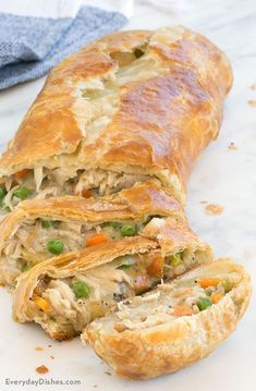 Leftover Turkey Pot Pie Stromboli Recipe Chicken Pot Pie Stromboli Recipe - This chicken pot pie stromboli recipe is comfort food at its best with a buttery, flaky pastry crust and a warm, gooey filling! Great Recipes, Favorite Recipes, Dinner Recipes, Holiday Recipes, Food Dishes, Main Dishes, Main Course Dishes, Tandoori Masala, Good Food