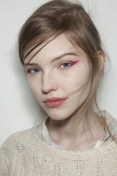 Burgundy / dark pink winged eye shadow - just enough color for a bold flick but still subtle #vivid