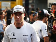 Although Jenson Button will remain a member of the McLaren team, Stoffel Vandoorne says that will not heap 'extra pressure' on his shoulders in his debut campaign.
