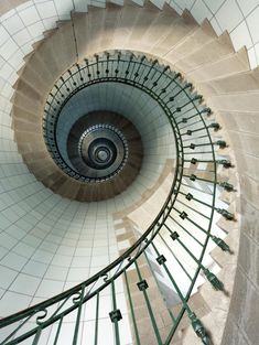Spiral staircase in a lighthouse - photo by Jean Guichard, see original http://www.jean-guichard.com/images/phototheque/00344.jpg