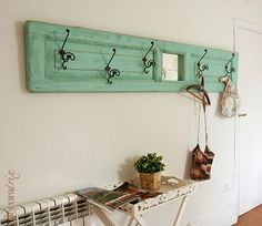Add Old Doors to the Decoration of Your Home: They Look Fantastic! - Decoration and Fashion Diy Wood Projects, Furniture Projects, Diy Furniture, Projects To Try, Diy Rangement, Old Doors, Do It Yourself Home, Creative Decor, Repurposed Furniture