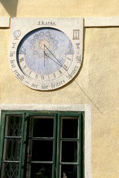 Die Sonnenuhr des Denkmalgeschützten Gebäudes. Hotel Pacher Hotels, Clock, Home Decor, Sundial, Watch, Decoration Home, Room Decor, Clocks, Home Interior Design