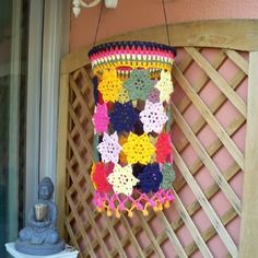 """Abat-jour au crochet multicolore, style """"bohème"""", modèle «  sunshower »."""