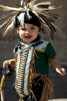 Native child studies traditional culture in situ. Native Child, Native American Children, Native American Pictures, Native American Wisdom, Native American Regalia, Native American Beauty, American Indian Art, Native American History, American Indians