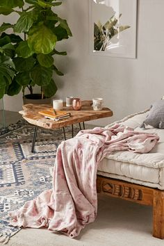 Patti Marled Dyed Knit Throw Blanket - Urban Outfitters