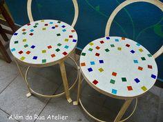 Bancos com mosaico by ALÉM DA RUA ATELIER/Veronica Kraemer, via Flickr
