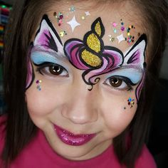 Here you will find ideas for the popular unicorn face painting. When implementing your ideas, note our secret ingredients for successful face painting: lots of colors, lots of glitter and lots of imagination! Mermaid Face Paint, Face Painting Unicorn, Girl Face Painting, Painting For Kids, Body Painting, Face Painting Halloween Kids, Face Paintings, Horse Face Paint, Simple Face Painting