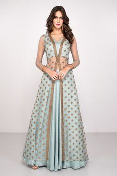 30 Trendy Sangeet Outfit Ideas for the Bride What to wear at your sangeet ceremony - 13 dress Indian bling ideas Lehenga Designs, Choli Designs, Indian Wedding Outfits, Indian Outfits, Indian Party Wear, Indian Designer Outfits, Designer Dresses, Designer Clothing, Look Fashion