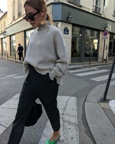 chic winter outfit idea for young women, casual winter outfit for women, oversized sweater for a chic winter outfit Trendy Outfits, Winter Outfits, Fashion Outfits, Womens Fashion, Latest Fashion, Fashion Ideas, Fashion Clothes, Fashion Tips, Fashion Trends