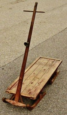 Loooove this old wood sled!!! Fab next to front door w/Christmas tree sitting on it, maybe couple of white birch logs stacked on it to prop up the Christmas tree!!!! Awwwwesome!!