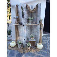 Λεβάντα , χαμομήλι και αντικείμενα στολίζουν πολύ όμορφα το ξύλινο παραβάν στον εξωτερικό χώρο του ναού της Παναγίας Μεσοσπορίτισσας στην Παιανία. Garden Wedding, Diy Wedding, Wedding Day, Wedding Centerpieces, Wedding Decorations, Decoration Table, Event Decor, Diy Clothes, Ladder Decor