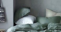 Τάσεις διακόσμησης 2018. Γιατί μπορεί να έχεις μάθει τα πάντα γύρω από τα χρώματα που θα έχεις στην γκαρνταρόμπα σου αυτήν τη χρονιά ήέστω τους επόμενους μ Bed Pillows, Pillow Cases, Home, Pillows, Ad Home, Homes, Haus, Houses