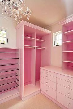 OH MY GOODNESS!! I Absolutely LOVE this Princess Pink Closet. <3