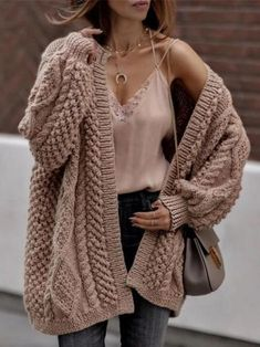 Fall Outfits To Copy This Season: Beige chunky cardigan, nude lace cami, half moon necklace and chloe drew bag. The best fall outfits and fall fashion to get you inspired. We feature fall outfits for school, fall outfits for work, winter fashion outfi Trendy Fall Outfits, Fall Outfits For School, Winter Fashion Outfits, Autumn Fashion, Autumn Outfits, Autumn Cozy Outfit, Trendy Winter Outfits, Cold Weather Outfits For School, Casual Outfits