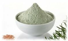 cheveux gras : 2CS d'argile verte + 10gttes d'HE bois de rose. Utilisez comme un shampoing, et rincez à l'eau tiède.
