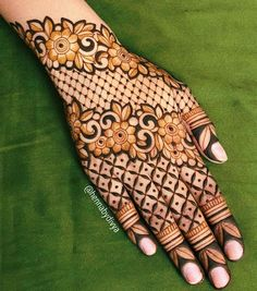 35 Beautiful and Easy Mehndi Designs For Eid You Must Try - Tikli All Mehndi Design, Back Hand Mehndi Designs, Henna Art Designs, Mehndi Designs 2018, Mehndi Designs For Girls, Mehndi Designs For Beginners, Modern Mehndi Designs, Dulhan Mehndi Designs, Mehndi Design Pictures