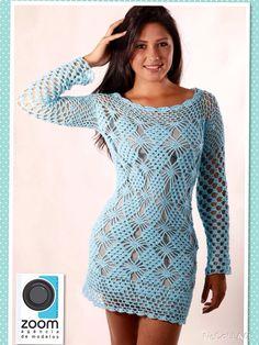 Vestido curto e manga longa, na cor azul bebe , tamanho P, todo tecido com linha 100% algodão , modelo exclusivo . Fazemos em outras cores e tamanhos .