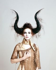 Avant-Garde Makeup Looks   there avant garde work. Here's how you can recreate this horny look ...