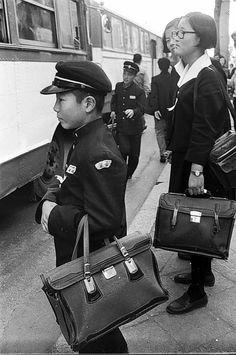 1975년 Old Pictures, Old Photos, Vintage Photos, Korean Photo, Korean Art, Time In Korea, Life Cover, Human Poses, Korean People