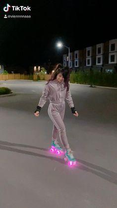 Light Up Roller Skates, Retro Roller Skates, Roller Skate Shoes, Roller Skating, Ice Skating, Skateboard Videos, Skateboard Girl, Dance Choreography Videos, Dance Videos