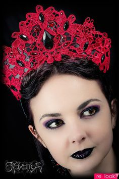 Red Lace and Black Sequin Gothic Burlesque Headdress by Hexotica Dress Dior, Tutu, Red Hat Society, Fascinator Hats, Fascinators, Headpieces, Diy Crown, Tiaras And Crowns, Lace Crowns