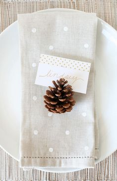 Love the idea of a pinecone as a placeholder. Would be even better to have the cinnamon scented ones!