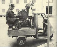 """...quelli che: """"Donne!!! E' arrivato l'arrotino!"""" . 1960"""