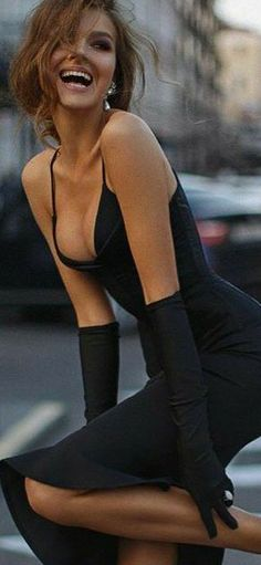 She's A Lady, Sexy Poses, Fashion Images, Shades Of Black, Looking For Women, All Black, Runway Fashion, Designer Dresses, Classy