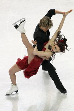Charlie White Photos - Meryl Davis and Charlie White compete in the Championship Free Dance during the U. Figure Skating Championships at the Greensboro Coliseum on January 2011 in Greensboro, North Carolina. Beautiful Figure, Most Beautiful Women, Roller Skating, Ice Skating, Meryl Davis, Figure Skating Costumes, World Figure Skating Championships, Usa Olympics, Olympic Champion