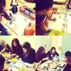 Creativi all'opera con la pittura su prosculpt !  Fantasy Stones 2.0 #latergram . .  #fotodiclasse #archidee #becreative #bepositive #polymerclayworkshop #polymerclay #prosculpt #fimo #paint #treeoflife #modelling #corso #roma #dipingere #allievi #studenti #masterclass #polymerclayclass #pittura #students #creativeclass #handmade #supporthandmade #creativeclassroom #teaching #learning #painting