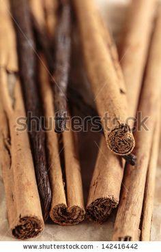 Vanilla pods and cinnamon sticks