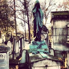 Here, you can visit the graves of some of the city's more unconventional residents, including Doors front man Jim Morrison and eccentric author Oscar Wilde.