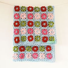 Crochet Flower Blanket by Rocket and Bearvia Belle and Rollo Wowzers. So pretty! I LOVE this!